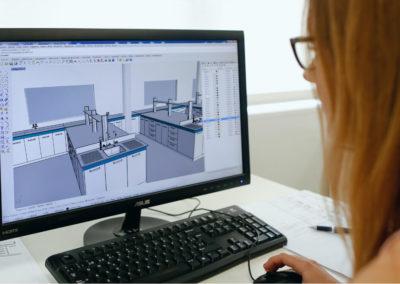 Diseñadora de MBY trabajando en un diseño 3D de un proyecto de mobiliario