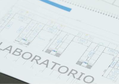 Plano en planta de un laboratorio de I+D industrial